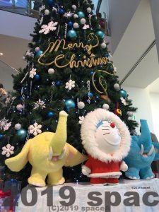 カチコチ大冒険をモチーフにしたクリスマスツリー