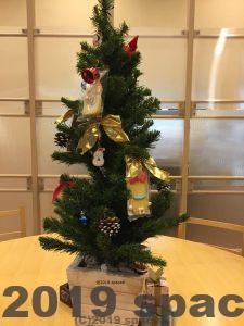 カフェのクリスマスツリー