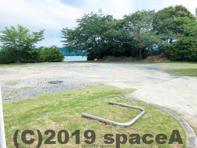 倉岳中学校グラウンド前岸壁の第二駐車場?