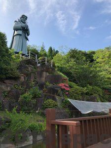 藍のあまくさ村の天草四郎像