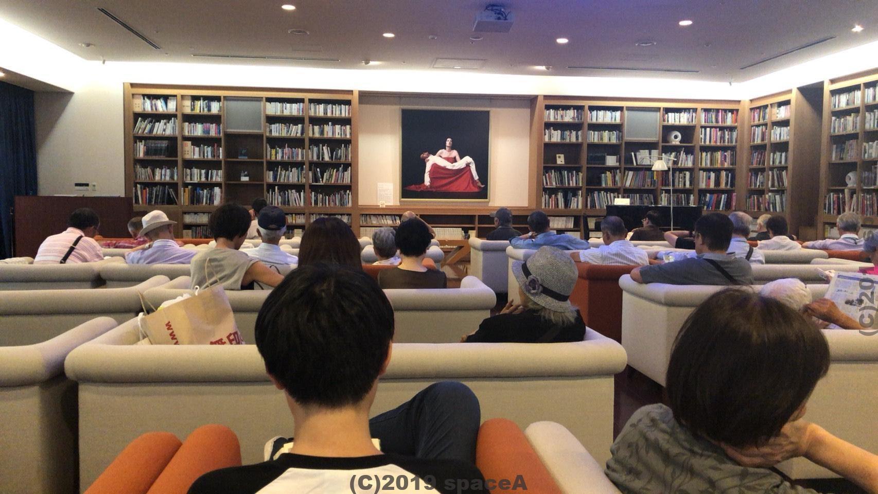 熊本市現代美術館の月曜ロードショーの様子