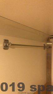 カプセルホテルアスティル内カカプセルの中にタオルをかける場所あり